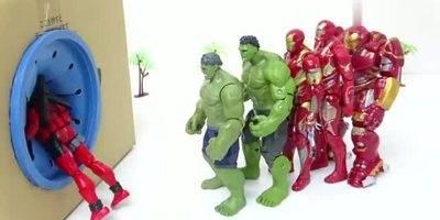 绿巨人蜘蛛侠钢铁侠进入禁区,联手击败巨型鳄鱼,超级英雄玩具