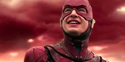 超级英雄:闪电侠尴尬瞬间,连神奇女侠的便宜都敢占