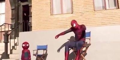 当大蜘蛛侠遇上了小蜘蛛侠,小蜘蛛侠太可爱了