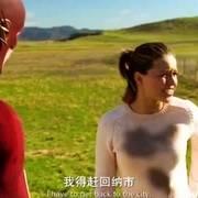 闪电侠以为美女要跳楼,顺手把她救下,没想到她竟然是个女超人!