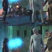 《闪电侠》里的橡胶人比路飞强,竟不怕飞刀!战衣太逗了!