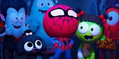 小丸子被蜘蛛咬到,变成了超级英雄蜘蛛侠,利用蛛网赶跑保安叔叔!