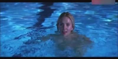 """""""黑寡妇""""斯嘉丽·约翰逊游泳池汹涌澎湃,白看不厌!"""