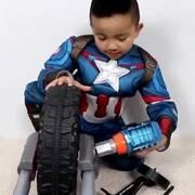小美国队长在组装自己的战车!