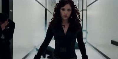 当钢铁侠第一次见到黑寡妇,场面有些尴尬
